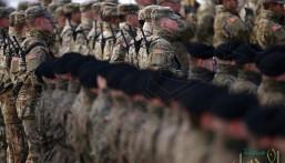 """استقبال قوات أمريكية بالسعودية يبعث بـ""""5″ رسائل من الرياض للعالم !!"""