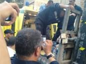 """وزنه 500 كجم .. تحطيم شرفة منزل مصري لنقله بواسطة """"ونش"""" إلى المستشفى !!"""