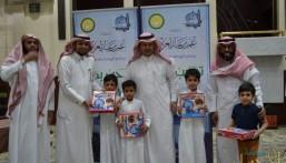 """""""العيسى"""" يُكرّم المتميزين في """"مركز النور القرآني"""" بالروضة"""