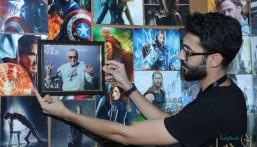"""بالصور.. """"بحريني"""" يجمع أكثر من 1000 توقيع لمشاهير العالم ويعرضها في الأحساء"""