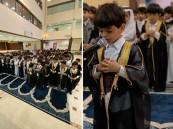 شاهد … طفل روضة يؤم زملاءه لصلاة الاستسقاء بالقصيم
