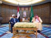 """بعد لقاء """"خادم الحرمين"""" .. الخارجية"""": المملكة تعمل على رفع السودان من لائحة الإرهاب الأميركية"""