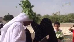 """شاهد.. سبعينية فاز ابنها بـ""""جائزة الموسى"""" فقالت وسط الجميع: """"هذا أنا أمه"""""""