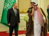 """آخر زيارة له كانت منذ 12 عامًا .. هكذا استقبل خادم الحرمين الرئيس الروسي """"بوتين"""""""