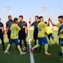 """شاهد… """"حكم سعودي"""" يوقف المباراة ويتجه للجماهير قائلًا: """"اللي رجّال يقول أنا تكلّمت"""" !!"""