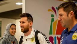 """بالصور .. """"ميسي"""" يصل الرياض والبرازيل تبدأ التدريبات في ملعب الجامعة"""
