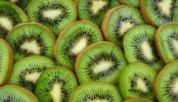 فاكهة الكيوي.. تعرف على موطنها الأصلي وفوائدها