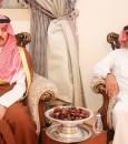"""بالصور.. الأمير """"سلطان بن بندر"""" يُقدم واجب العزاء في وفاة الشيخ """"بن شرعان"""""""