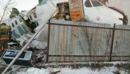 سقوط طائرة تقل 100 شخص بكازاخستان