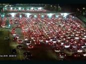 بالفيديو… ازدحام شديد وتكدس للسيارات بجسر الملك فهد المؤدي للبحرين