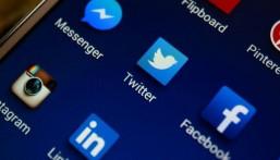 """""""تويتر"""" تعلن تعرض حسابي """"فيسبوك"""" و""""ماسنجر"""" للاختراق"""