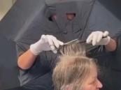 هولندية تلجأ إلى فكرة جنونية لتجنب الإصابة بفيروس كورونا أثناء عملها