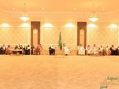 الأمير عبدالعزيز بن محمد بن جلوي يقيم مأدبة غداء على شرف معالي الدكتور عبدالله التركي