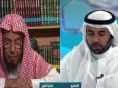 """بالفيديو..""""المطلق"""": هذا حكم المشاركة في التراويح مع أئمة الحرمين عبر التلفاز"""