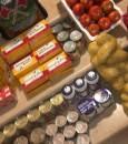 """بالصور… مبادرة تطوعية تنجح في توزيع """"121"""" سلة غذائية بالعيون"""