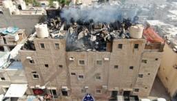 ألطاف القدر تتجلى في مشهد مهيب: انفجار خزان مياه فجأة يُنهي حريق هائل بالكويت !!