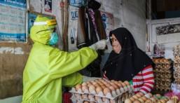 إندونيسيا تسمح لمن تقل أعمارهم عن 45 عاما بالعمل خارج المنزل