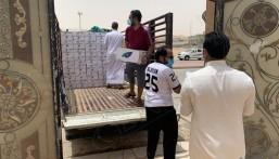 """""""تطوعي العيون"""" و""""فينا خير"""" يوزعون ٣٠٠ سلة غذائية لبعض أهالي العيون والجاليات"""