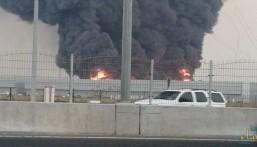 الإمارات.. اندلاع حريق ضخم في سوق شعبي بعجمان