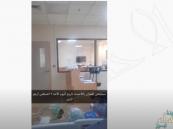 """شاهد .. مصاب بـ""""كورونا"""" يبعث رسالة من داخل العناية المركزة بمستشفى العمران في الأحساء"""