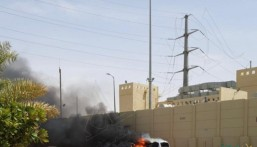 شاهد… حريق مُفاجئ يلتهم سيارة (H1) في المنصورة
