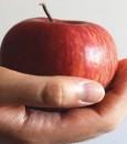 """تناول تفاحة في اليوم قد يحميك من """"السكري"""""""