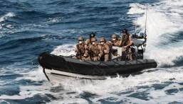القوات البحرية تضبط أكبر كمية من مخدر الميثامفيتامين قيمتها 100 مليون دولار