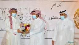 """بالصور.. ثانوية الدالوة تودّع الدكتور """"العلي"""" بعد 20 عامًا وانتقاله للعمل الأكاديمي"""