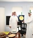 """مستشفى الإمام عبدالرحمن بن فيصل بالدمام يحتفي بـ""""القرني"""""""
