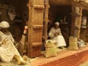 """شاهد بالصور … الحرفي """"بوسندة"""" يحفظ تراث الأحساء على طريقته الخاصة"""
