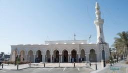 """""""جامع جسر الملك فهد"""" بالجانب البحريني يُشرع أبوابه للمصلين بعد توسعته وتطويره (صور)"""