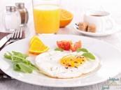دراسة: تناول وجبة الإفطار قبل هذا التوقيت يحمي من مرض خطير