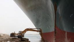 """""""السفينة الجانحة"""" في """"قناة السويس"""" تسبب ضرراً كبيراً للاقتصاد العالمي"""