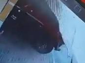 """بعد تداول قصة مغلوطة … """"شرطة الشرقية"""" تطيح بمواطن دهس مقيماً أمام محله وفرّ هاربًا"""