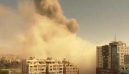 يضم مكتب الإخبارية .. شاهد بالفيديو قوات الاحتلال تدمر ثاني أكبر برج سكني في غزة