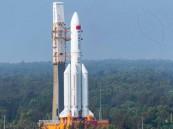 """بعد صمت مريب .. الصين تكشف عن مصير """"الصاروخ التائه"""" وإليكم بث مباشر يرصد تحركاته"""
