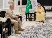 """لبحث الشراكة العسكرية.. """"خالد بن سلمان"""" يلتقي قائد القيادة الوسطى الأمريكية"""