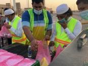 """على مدى ١٢ عامًا … فريق """"سالك التطوعي"""" يوزّع نحو ربع مليون وجبة إفطار صائم في رمضان"""