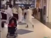 في الشرقية .. منعوا والدته من الدخول احترازيًا فاعتدى على 3 من أفراد الحراسات بآلة حادة (فيديو)