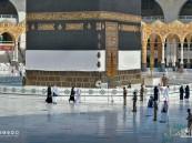 ضيوف الرحمن يؤدون طواف القدوم مع الالتزام بالتباعد الجسدي (صور)