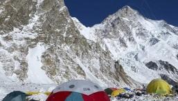 """باكستاني يعثر على جثة والده بعد أشهر من وفاتهم فوق قمة جبل """"كي 2"""""""