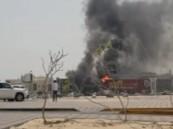 شاهد … حريق ضخم بالقرب من أحد المعارض التجارية الكبرى بالأحساء