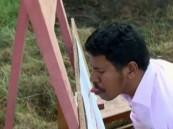 بالفيديو … هندي يرسم بلسانه لوحات فنية معقدة