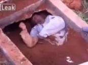 بالفيديو.. الصدفة تقود لإخراج رجل برازيلي من القبر حياً