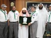 الشيخ السديس يستقبل قيادة رسل السلام ويشيد بدورهم التطوعي