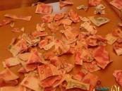 طفل صيني يمزِّق ثروة أسرته الماليه