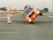 """بالفيديو .. قطري يقود سيارته لقاعة زواجه على """"كفرين"""""""
