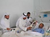 مدير مستشفى الملك فهد يقوم بزيارة المرضى المنومين