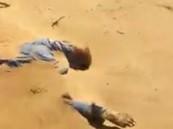 بالفيديو … العثور على جثة متحللة بصحراء الربع الخالي