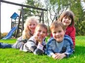 الأطفال الذين يلعبون في الهواء الطلق لا يعانون من قصر النظر!